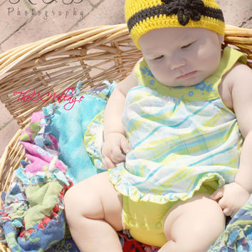 Yellow crochet bumble bee hat shoes set, baby girl shoes and hat set, black flower