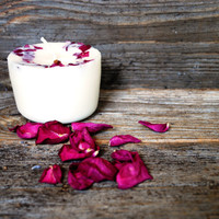 Soy wax candle with scent of rose
