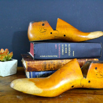 Pair of Vintage Wood Shoe Forms, Size 8 1/2 D, Rare Metal Tipped Shoe Form, Industrial Cobbler Shoe Mold