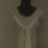 Vintage Women's Small White Sleeveless Nightgown. Very soft. 50's. Darling pink tie bow at bodice. Full length. Very good condition.