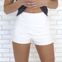 Sitting High Waist Shorts In Ivory