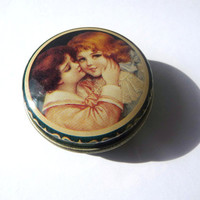 Pill Box, Vintage Metal Box, Plastic Interior, Girl and Boy Kissing