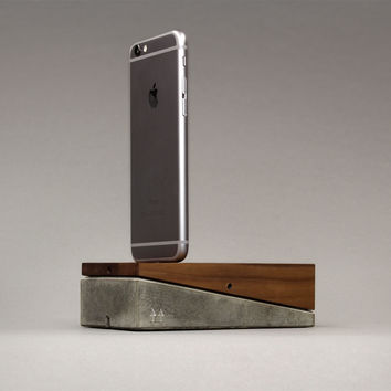 mobi | iPhone 6 & iPhone 6 Plus docking station | Wood + Concrete | 69,90€ - woodup.de