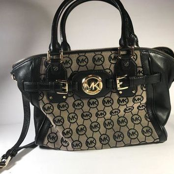 DCCK8TS Michael Kors Signature Circle MK Purse/Handbag