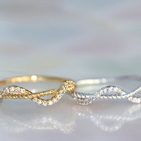 A piece of string of delicate Twist ring (2 color)