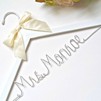 Custom name wedding hanger,your choice of hanger color, bridal hanger,wedding dress hanger