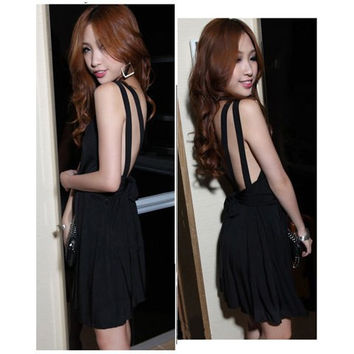 Black V-Neck Backless Pleated Dress