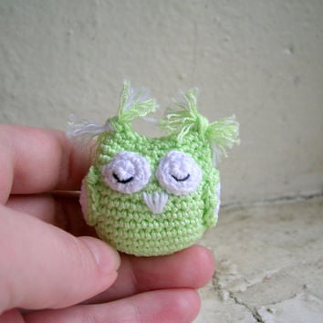 Miniature amigurumi owl, crochet owl, owl plus toy, miniature toy, collectible toy, amigurumi keychain, key holder, bird keychain