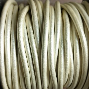 GL/41/2 - Leather Cord, Pearl, 2mm | Pkg 4 Feet