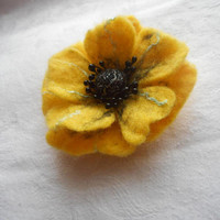 Small Felt flower brooch,Yellow brooch,felted brooch,felt jewerly,black felt pins,yellow flower,felt flowers,Chrismas gift,felt flower poppy