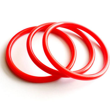 Vintage Cherry Red Stacking Bangle Set of 3 Trio Acrylic Plastic Thin Lightweight 1980s Style Summer Retro Style Large Diameter Wrist