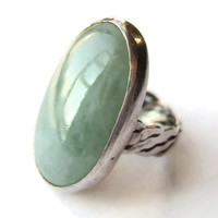 Vintage modernist jade glass ring, sterling silver with plaited shank, large oval cabochon, 1970s jewellery, #236.