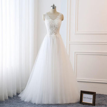 Elegant Wedding Dress A-Line White Vintage Lace Applique Bridal Gown Beach with Train Flowers Crystal Beads Women Formal Dress Tulle Long
