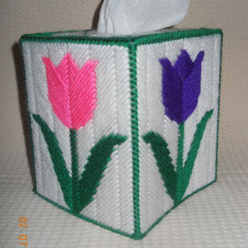 Tulip Tissue Box Cover in Plastic canvas