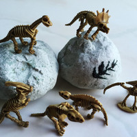 FOSSIL BATH ROCK - Skeleton Toy Inside - Bath Bomb Party Favor Surprise Dinosaur Bones Gift Idea - 5 oz Bath Fizz - Game Science Dino Animal