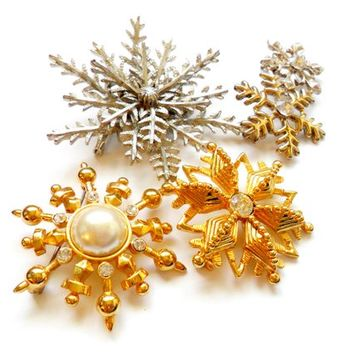 Vintage Snowflake Brooch Lot - Broach Pin - Winter  Christmas Holiday - Wedding Bouquet - Bride Bridal - Gold Silver Tone - Rhinestone Pearl
