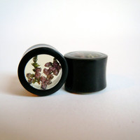 Real flower 'lucky heather' black Horn organic plugs/tunnels 0g (8mm), 00g (10mm) Gauge Queen on Etsy