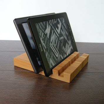 3 slots Charging station. iPad stand. iPhone stand. Bamboo iPad stand. Bamboo iPhone stand. eBook station. Chocolate.