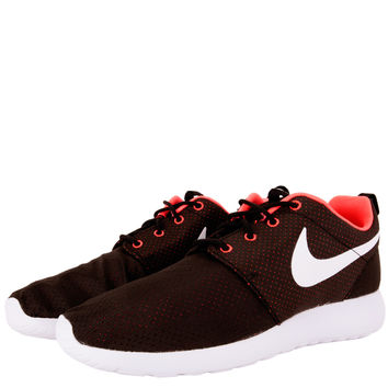Nike Womens Roshe Run - Black White Hyper Punch