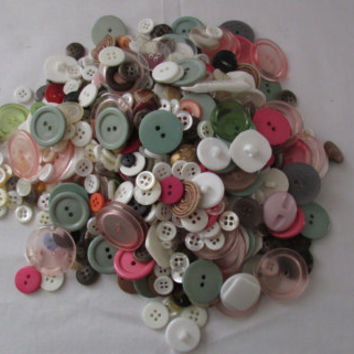 14-1021 Vintage Buttons / 13 Ounces Of Vintage Buttons / Pink Buttons / Plastic Buttons / Wood Buttons / Metal Buttons