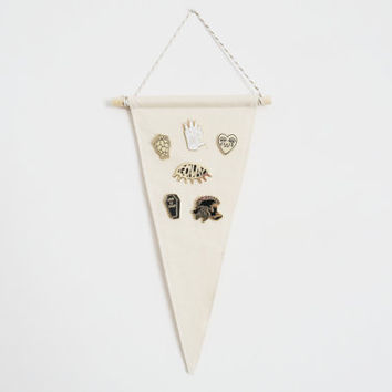 Triangle Pin Display Pennant - Blank Wall Banner - Enamel Lapel Pin Badge Storage Bunting