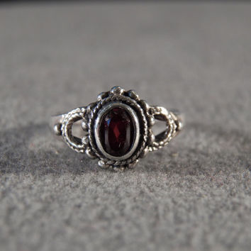 Vintage Sterling Silver Victorian Ring with Inset Oval Faceted Garnet, size 6 M