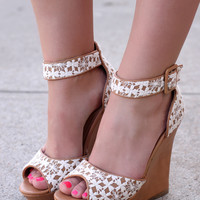 Dainty Darling Wedge