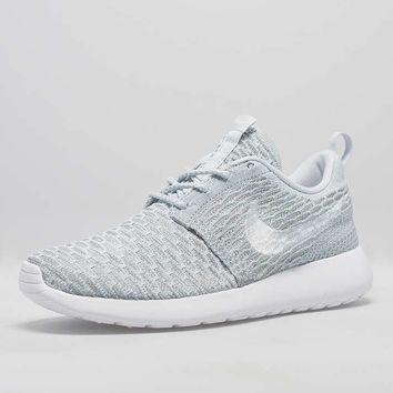 cc5c34fdeaeb Nike Roshe One Flyknit