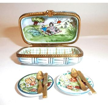 Picnic Basket with Plates for Famille Limoges Box