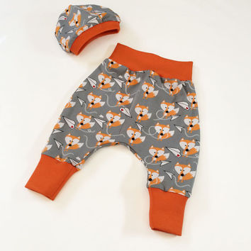 Baby harem pants, Fox baby boys outfit, baby boy jogging pant, 0-3 month, Fox baby beanie, baby hat, Farbenmix, Big butt pants