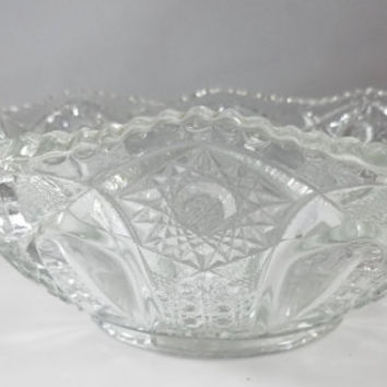 Pressed Glass, Depression Glass Bowl (995)