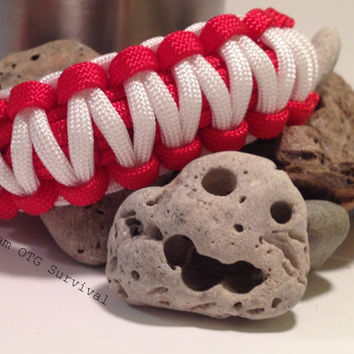 Survival Bracelet: Standard Emergency First Aid 550 Paracord Gear