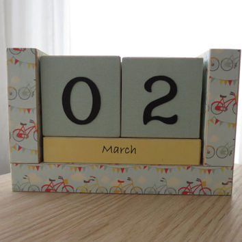 Perpetual Wooden Block Calendar - Country Bicycles with Party Bunting