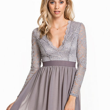 Scalloped Lace Prom Dress, NLY Trend