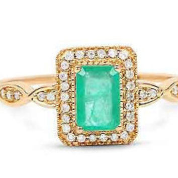 A Vintage .75CT Genuine Zambian Emerald and White Diamond 14K Yellow Gold Ring