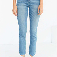 BDG Girlfriend High-Rise Jean - Light Wash | Urban Outfitters