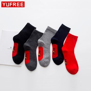 Yufree 2018 Men Red Socks High Quality Cotton Solid Color Men Socks Casual Letters Men Printed Socks Male Funny Happy Socks