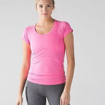 ICIK8X2 run: swiftly tech short sleeve scoop | women's tops | lululemon athletica