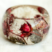 Real Pink Roses Resin Bangle with Leaves. Handmade Art Bracelet. Romantic Roses Bangle with Baby Breath White Flowers. 树脂真正的玫瑰手链