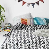 Assembly Home Yama Arrow Quilt- Black & White Full/queen