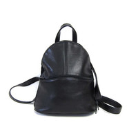 vintage 90s black leather rucksack. supple leather backpack. shoulder bag. leather purse. zip up leather messenger bag.