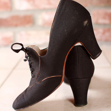 Vintage 1920s Shoes - Black Canvas Oxfords with Gold Trim  4.5 N  - Collegiate Shag