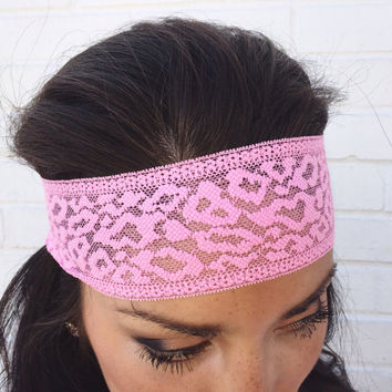 Yoga Headband in Light Pink Leopard Lace