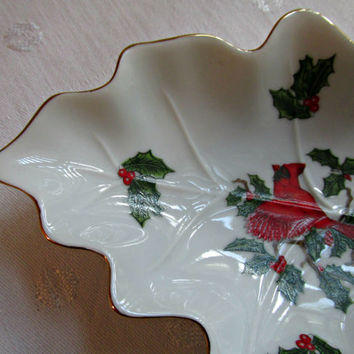 Christmas Cardinal Holly Berry Leaf Trinket Candy Dish Hand Painted Lefton China