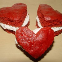One Dozen Heart Shaped Whoopie Pies | Luulla