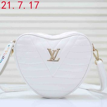 LV 2019 early spring new NEW WAVE HEART pockets diagonal package white