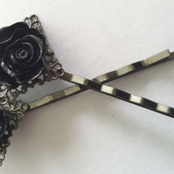 Sleek gunmetal colored heavy duty bobby pin by Peachykeenthings