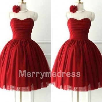 Retro Wine Red Ruffled Sweetheart Strapless Ball Gown Short Bridesmaid Dress Tulle Formal Evening Party Events Prom Dress Homecoming Dress
