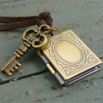 Steampunk MAGICAL Locket Key Set Necklace by UmbrellaLaboratory