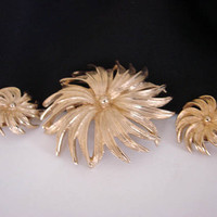Vintage Floral Glossy Goldtone Demi Parure * Brooch * Earrings * Jewelry * Jewellery